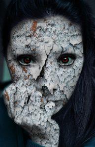 scary-frau-588939_960_720